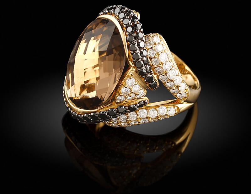 سنگ طلایی رنگ