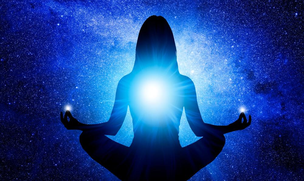 یوگا با رنگ آبی