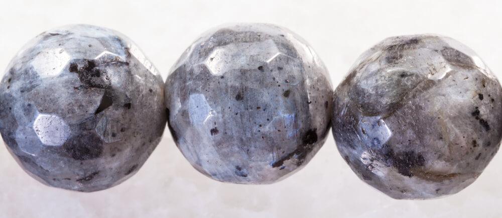 سنگ خاکستری رنگ