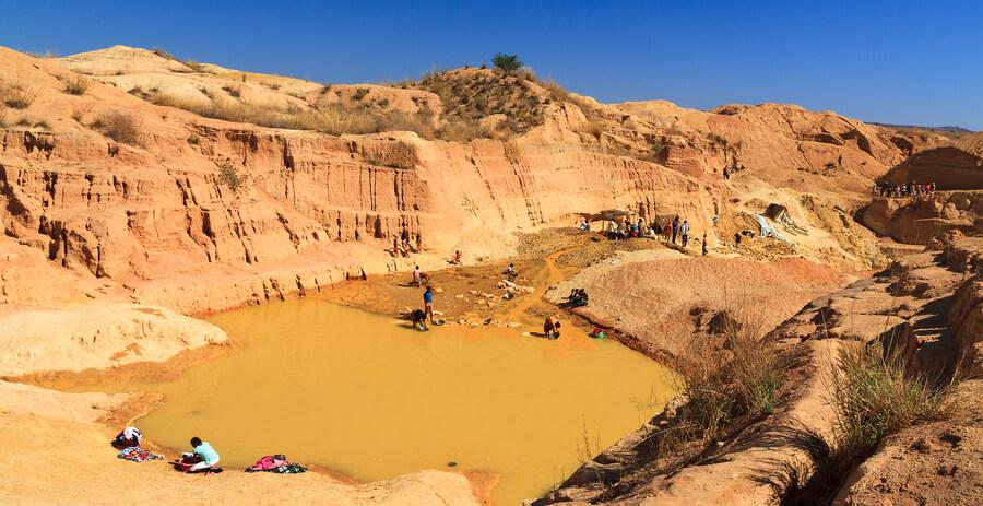 معدن سنگ یاقوت ماداگاسکار