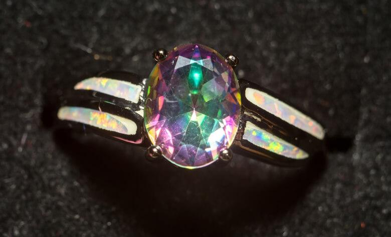 انگشتر توپاز هفت رنگ
