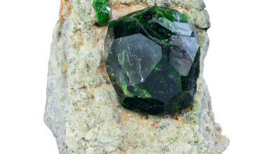 تصویر از از سنگ گارنت سبز دمانتوئید چه می دانید؟