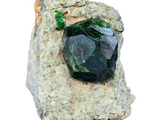 سنگ گارنت سبز دمانتوئید