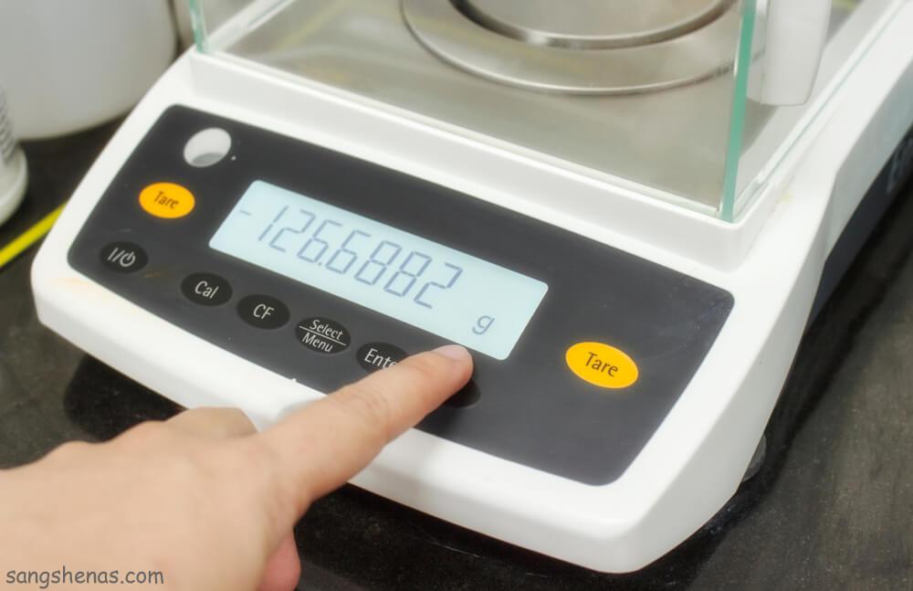 اندازه گیری وزن خام سنگ در هوا