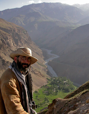 Vince Pardieu, Kuh-i-Lal village and the Panj river (the natural border between Afghanistan and Tajikistan) as seen from the historic spinel mines. Photo: G. Soubiraa, 2006.