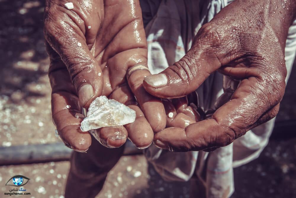 سنگ معدنی مون استون