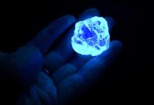 Photo of تشخیص سنگهای قیمتی با چراغ قوه UV گوهر شناسی و پدیده فلورسانس در آنها