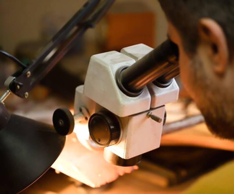تشخیص سنگ قیمتی با میکروسکوپ گوهر شناسی