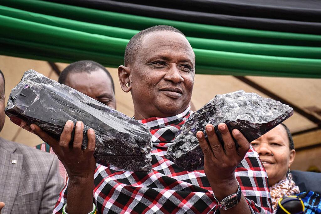 بزرگترین سنگ تانزانیت در جهان