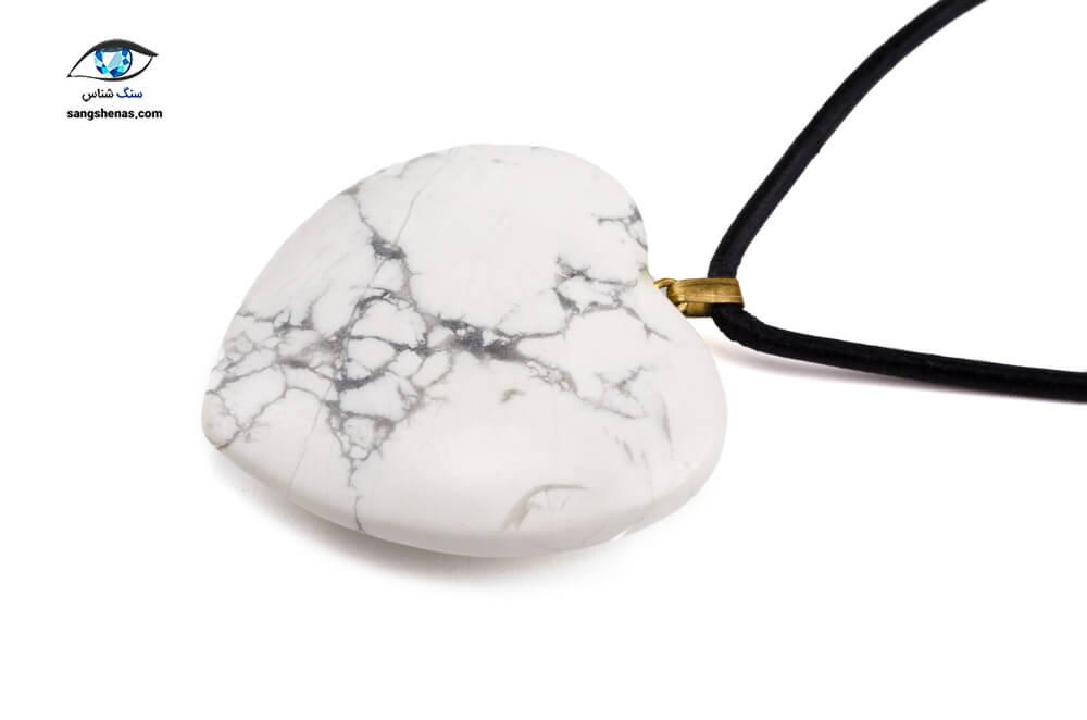 خواص سنگ هولیت - آویز هولیت