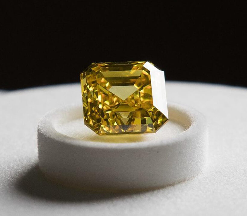 الماس زرد ملقب به پرنده آتشین