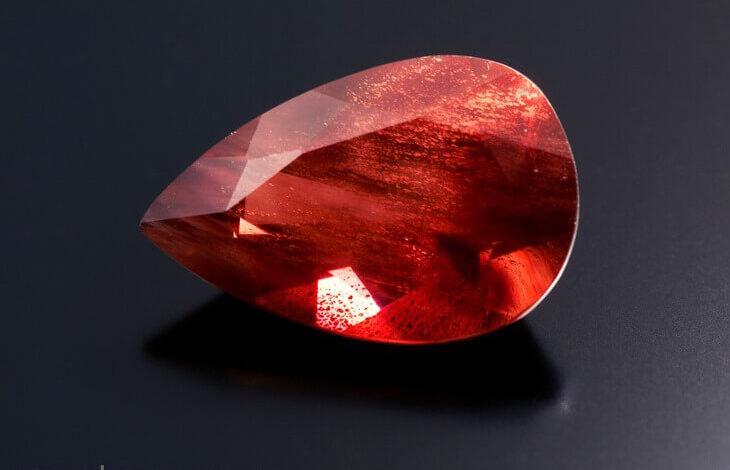 تصویر از سنگ خورشید یا سان استون (Sunstone) چیست؟