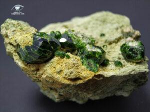 گارنت دمانتوئید سبز معدنی