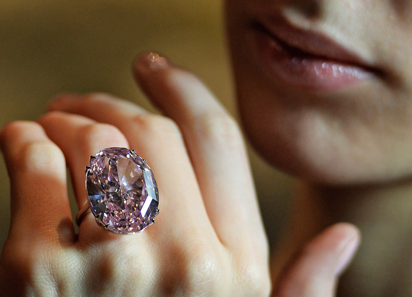 گرانترین جواهر الماس صورتی جهان ستاره صورتی