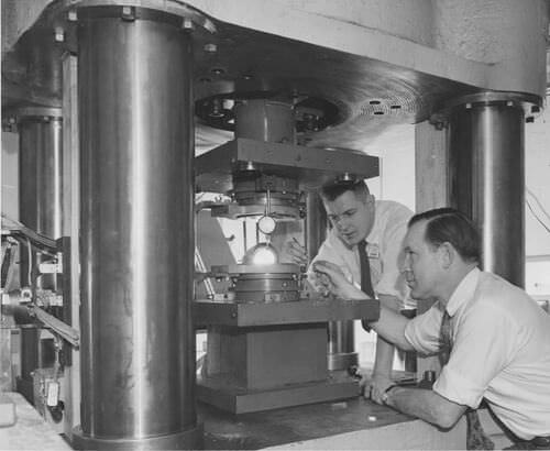 تریسیهال و همکارش در جنرال الکتریک برای ساخت الماس مصنوعی