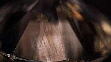 الماس سنتتیک HPHT-Grown با خطوط کرنشی Strain