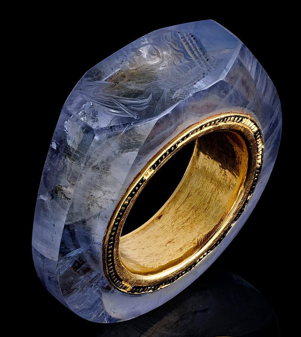 انگشتر یاقوت کبود با قدمت 2000 سال متعلق به کالیگولا