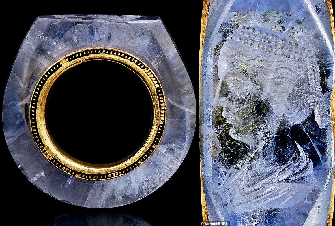 انگشتر یاقوت آبی باستانی حکاکی شده با قدمت 2000 سال متعلق به کالیگولا