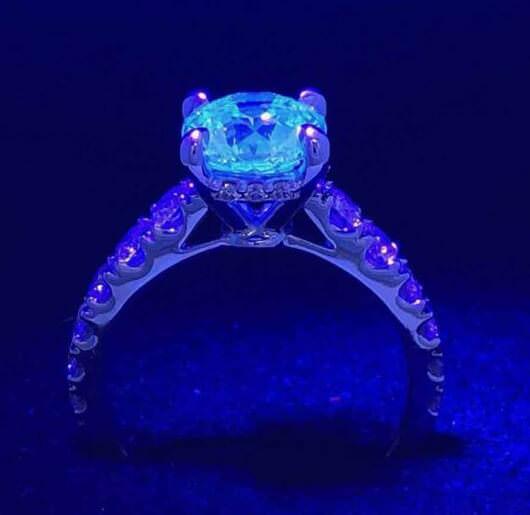 فلورسانس در انگشتر الماس